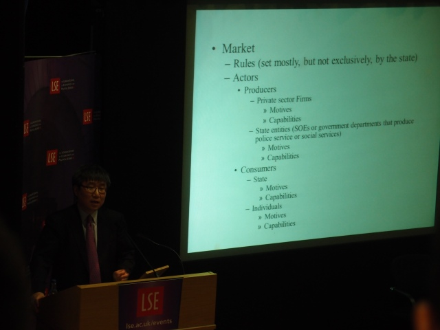 """Heterodox"" economist Ha-Joon Chang, with not very good slides. But a very good debate nonetheless"
